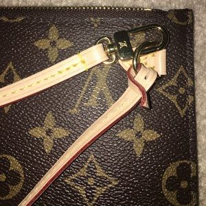 d8a4e3b9d58 Louis Vuitton Bags - Louis Vuitton Neverfull MM Pochette